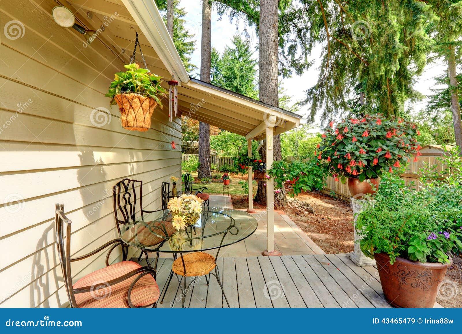 Countryside house backyard with flower pots stock photo - Exteriores de casas de campo ...