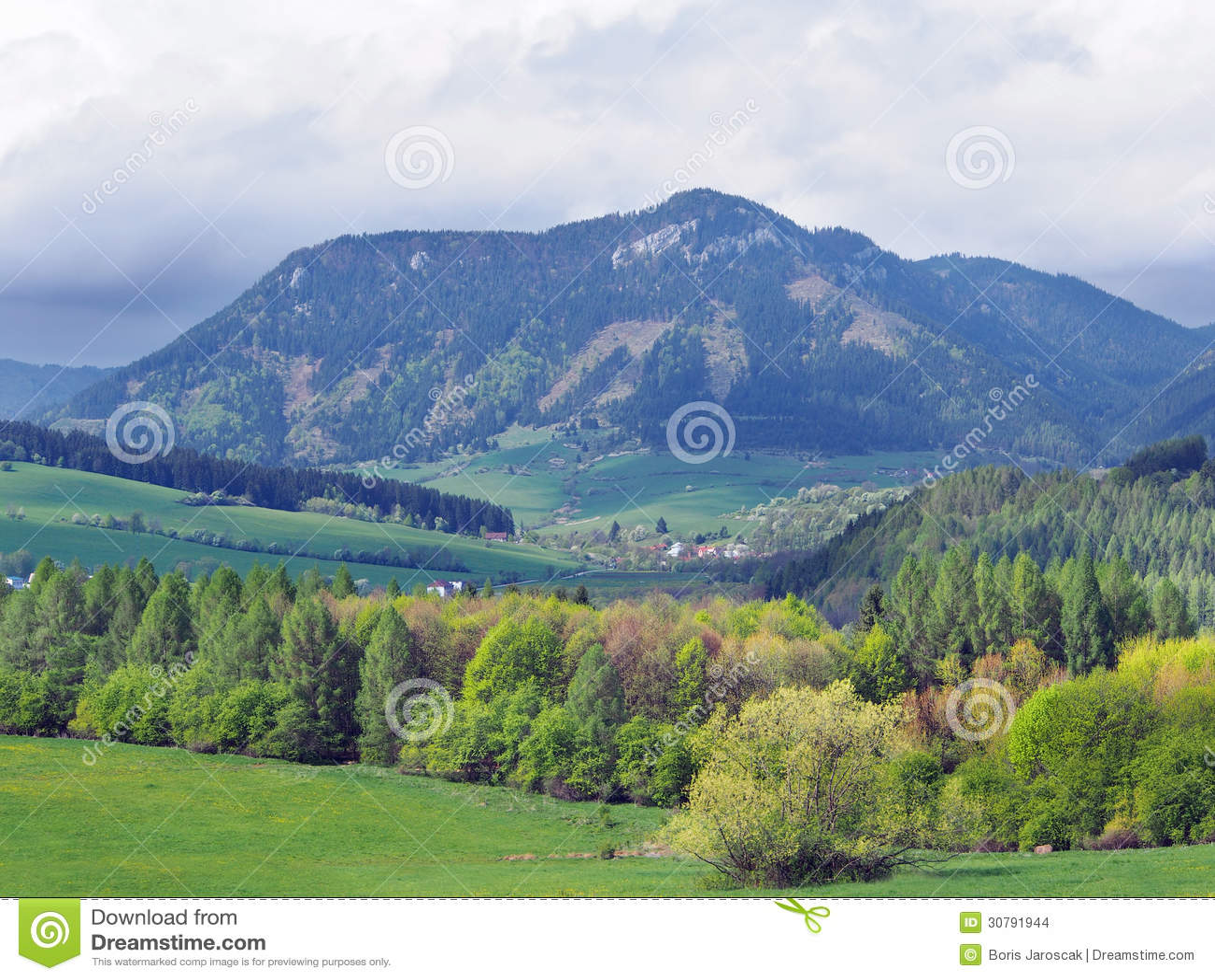 Countryside with Pravnac hill near Bobrovnik