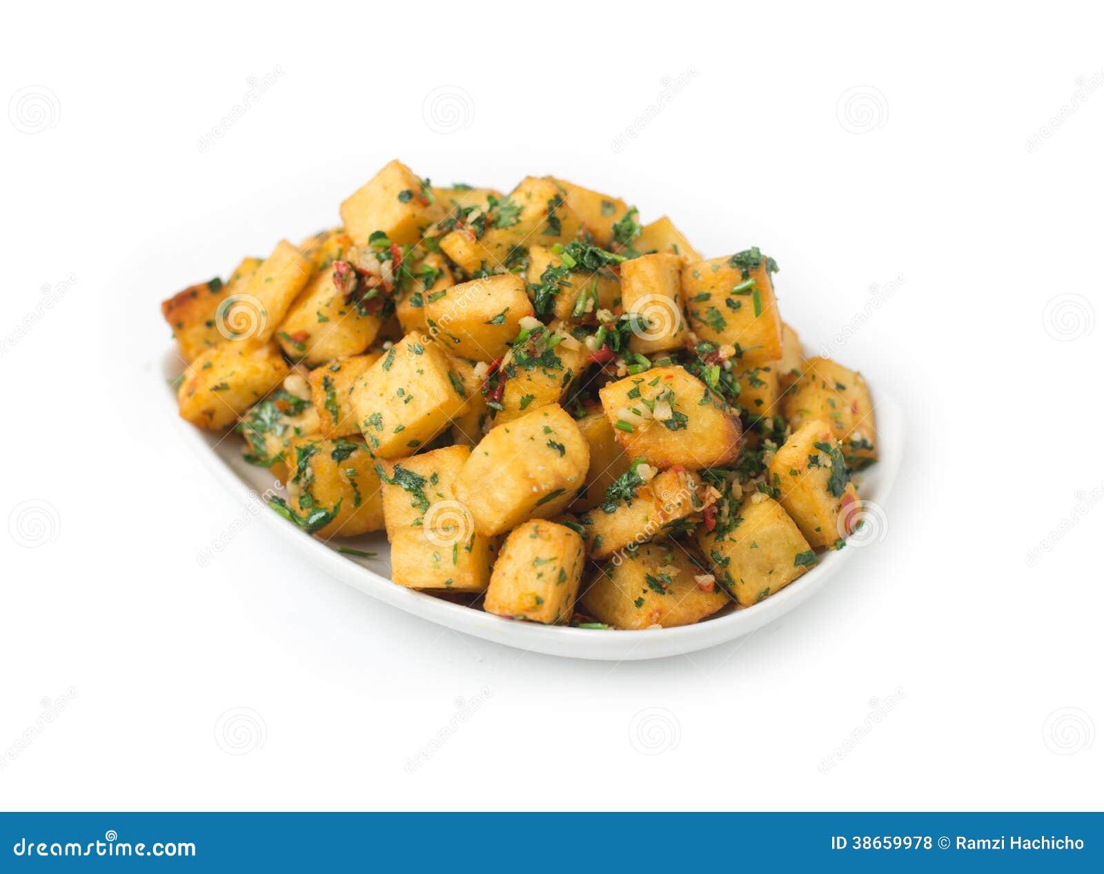 Coupe pic e de pomme de terre en cubes et frite d 39 isolement photo stock image du frais - Comment couper des pommes de terre en cube ...