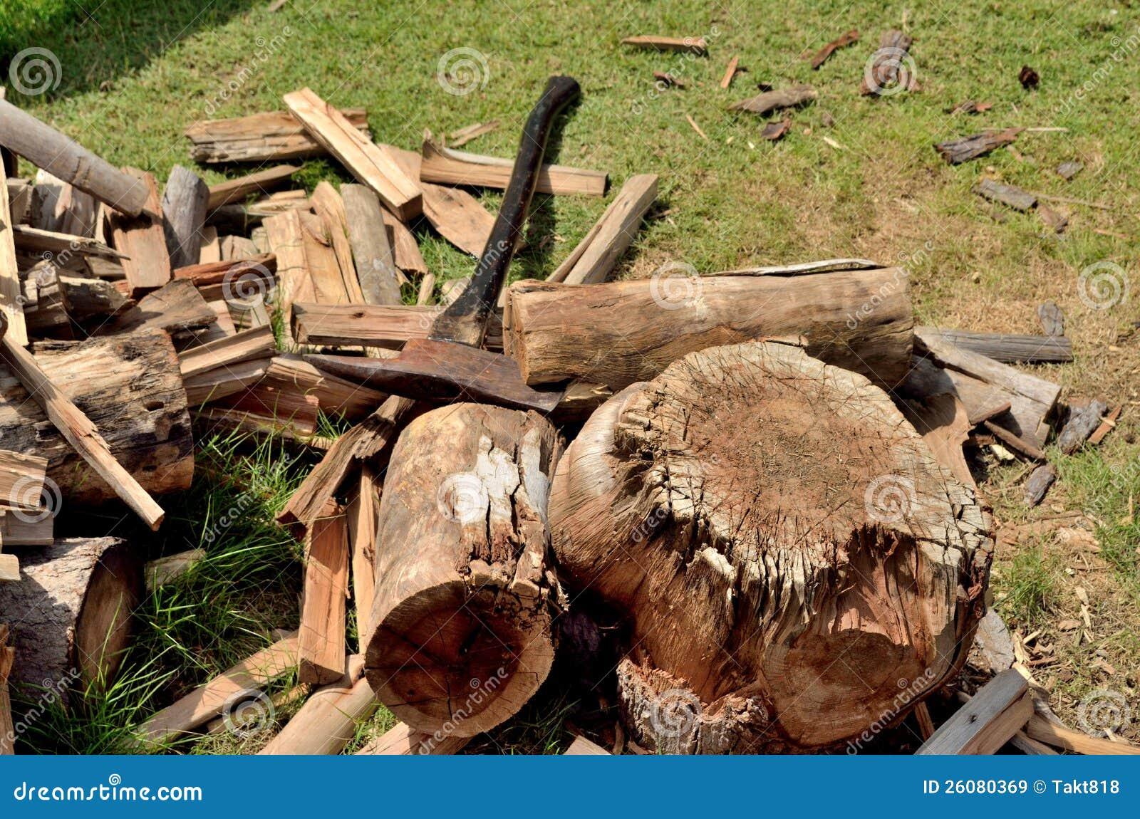 Couper Le Bois De Chauffage Image stock Image du hardwood, hache 26080369 # Quand Couper Le Bois De Chauffage