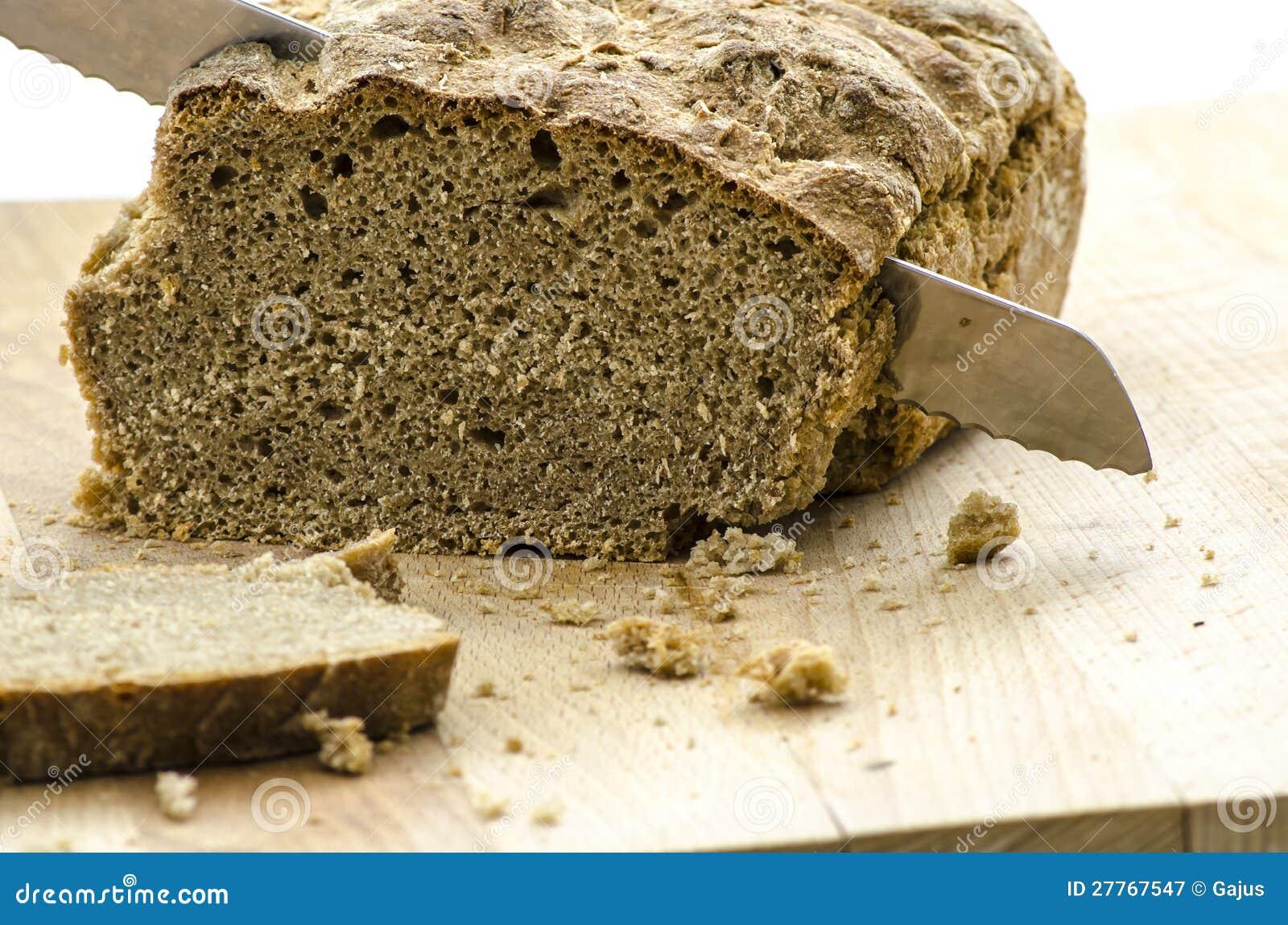 Couper un pain fait maison