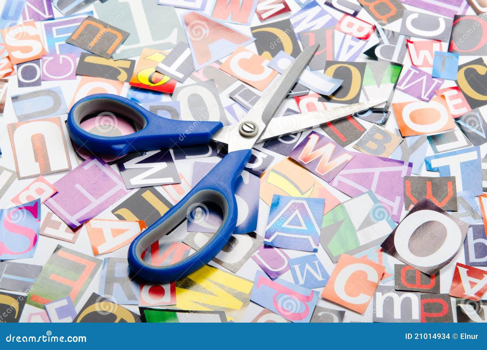 Coupez les lettres des journaux
