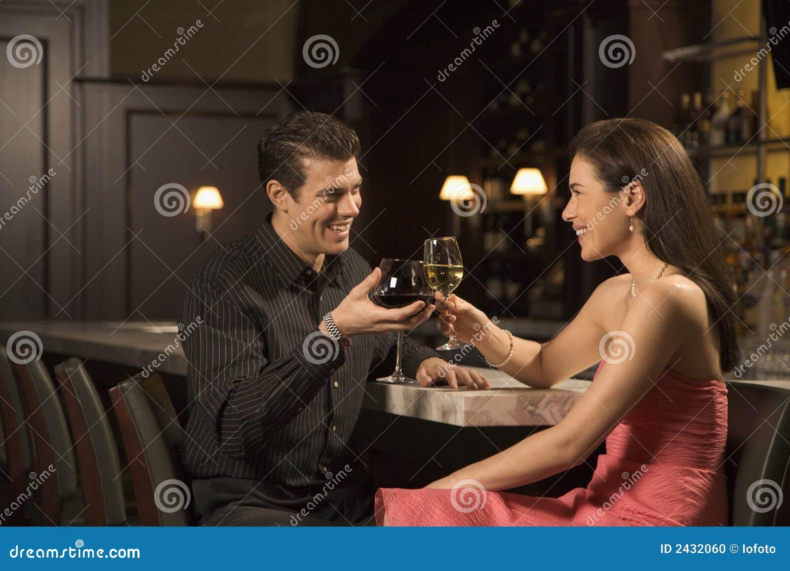 Снял в баре онлайн 16 фотография