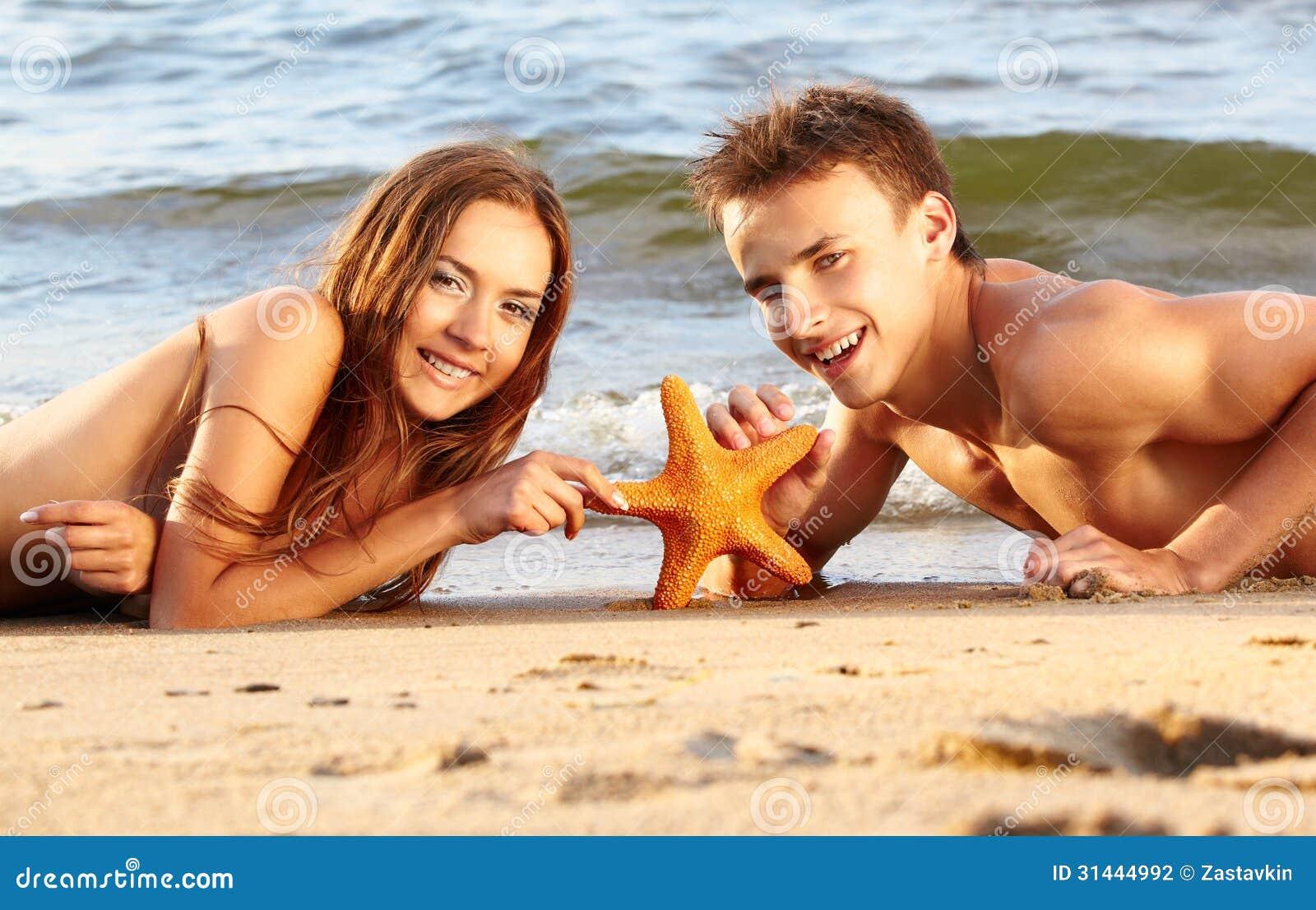 Рассказы секс втроём на пляже, Свингеры рассказы -историй. Читать порно онлайн 24 фотография