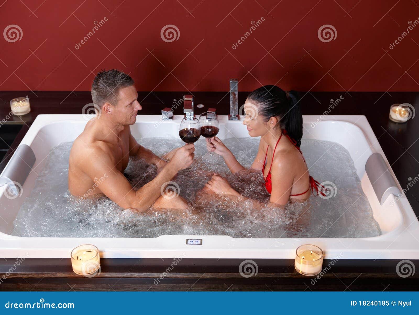 Фото двое в ванной 1 фотография