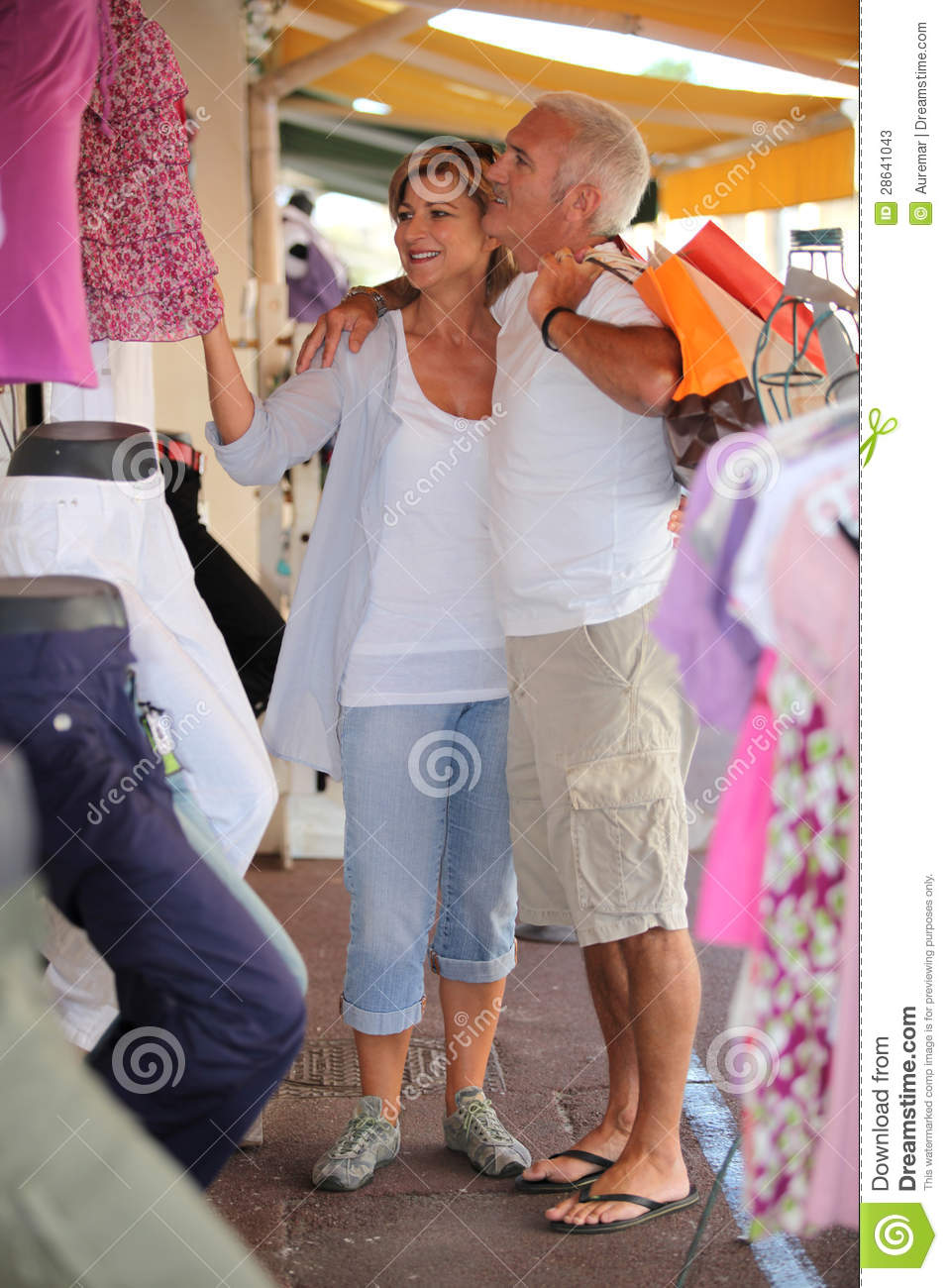 couple-clothing-store-28641043.jpg