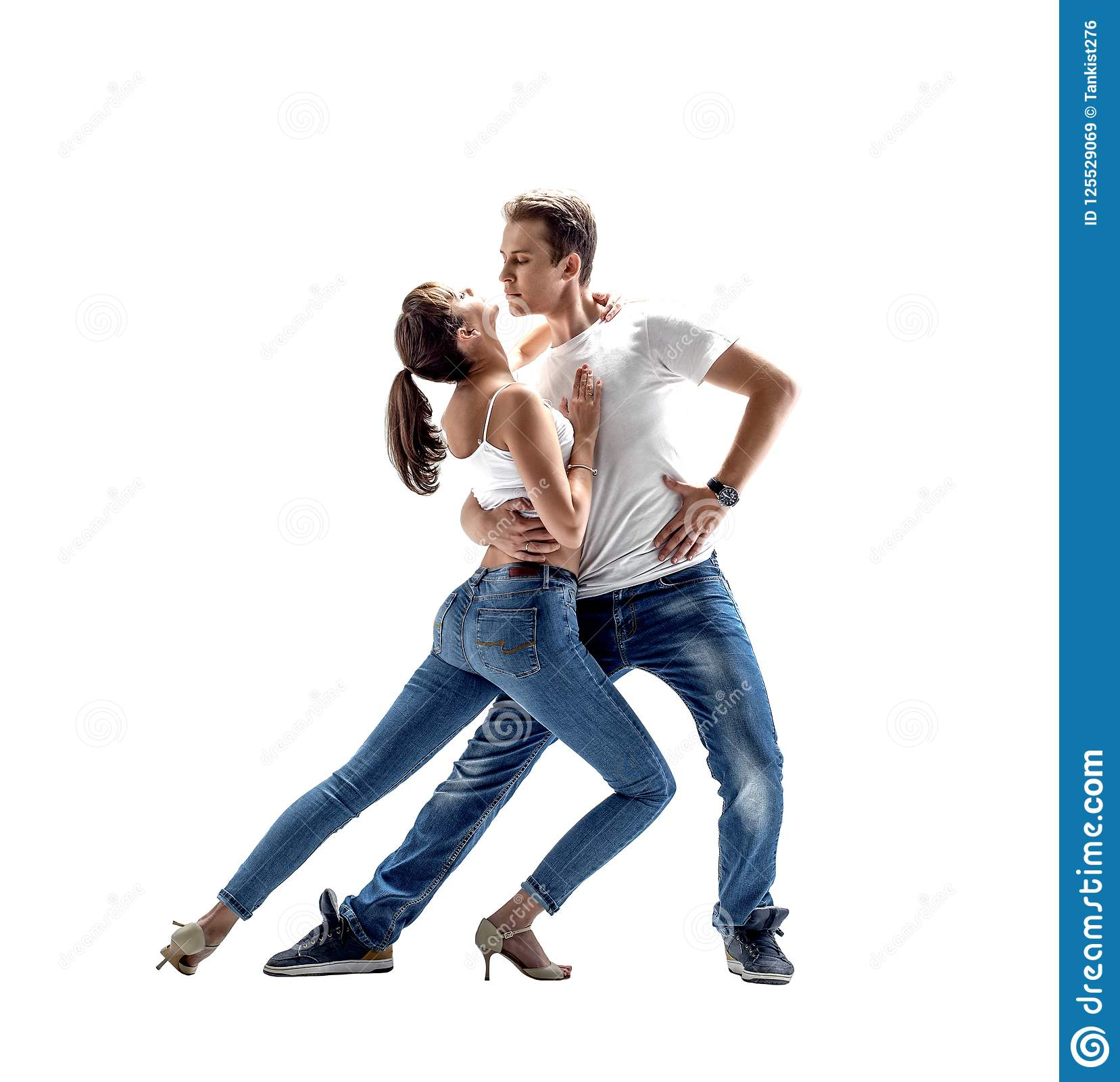 Jul 2017. If dancing as closely as with kizomba, with various men/women over the course of.