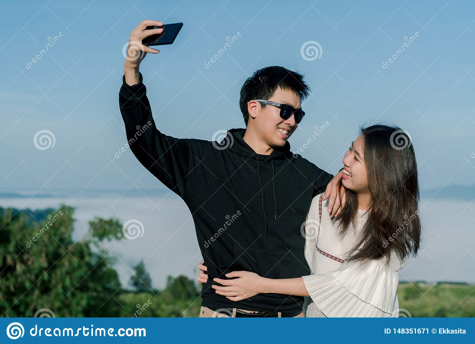 dating an adventurous guy