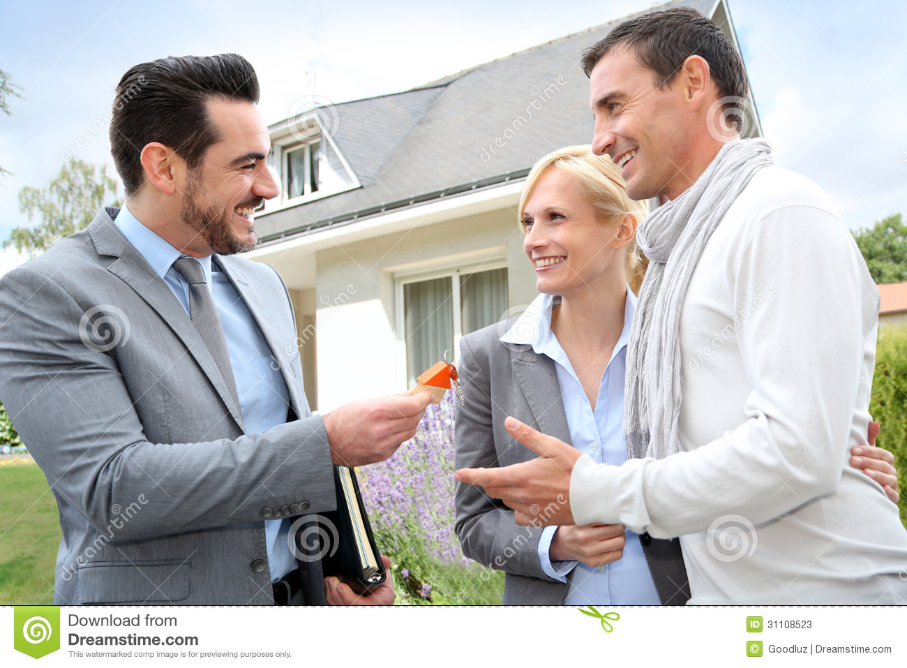 Married real estate agent from el sereno - 2 5