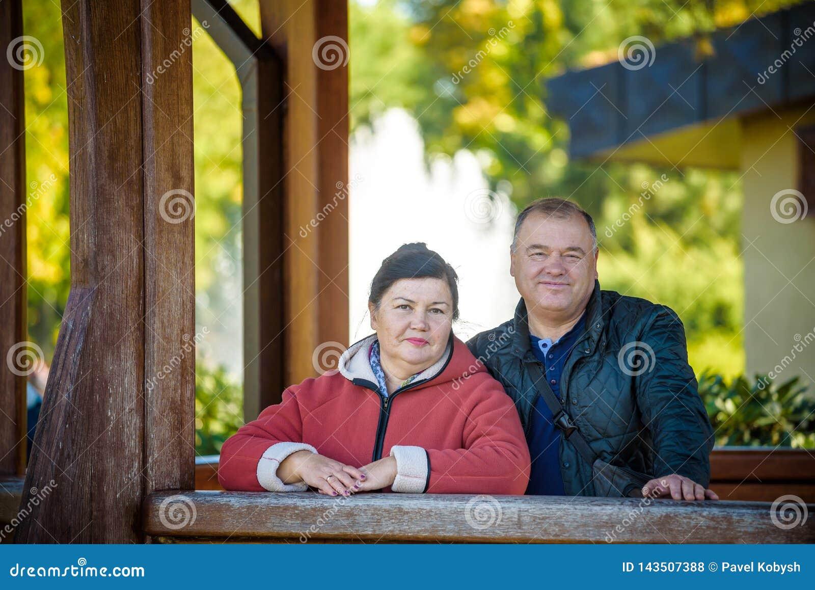 Couple happy love senior Πάρκο υπαίθρια