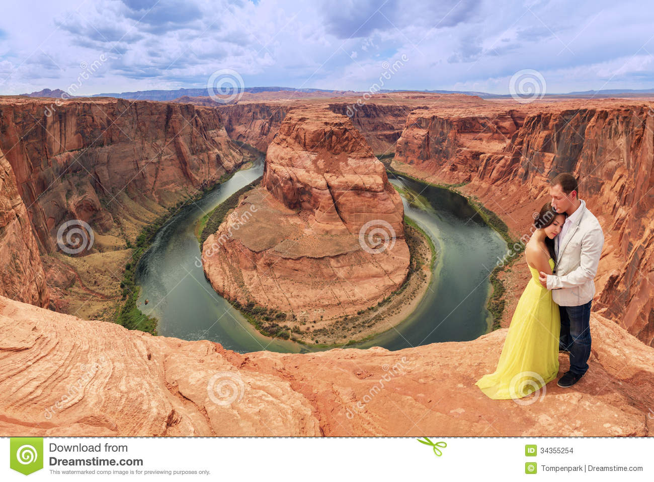 A couple on a honeymoon road trip at horseshoe bend for Where to go for a honeymoon