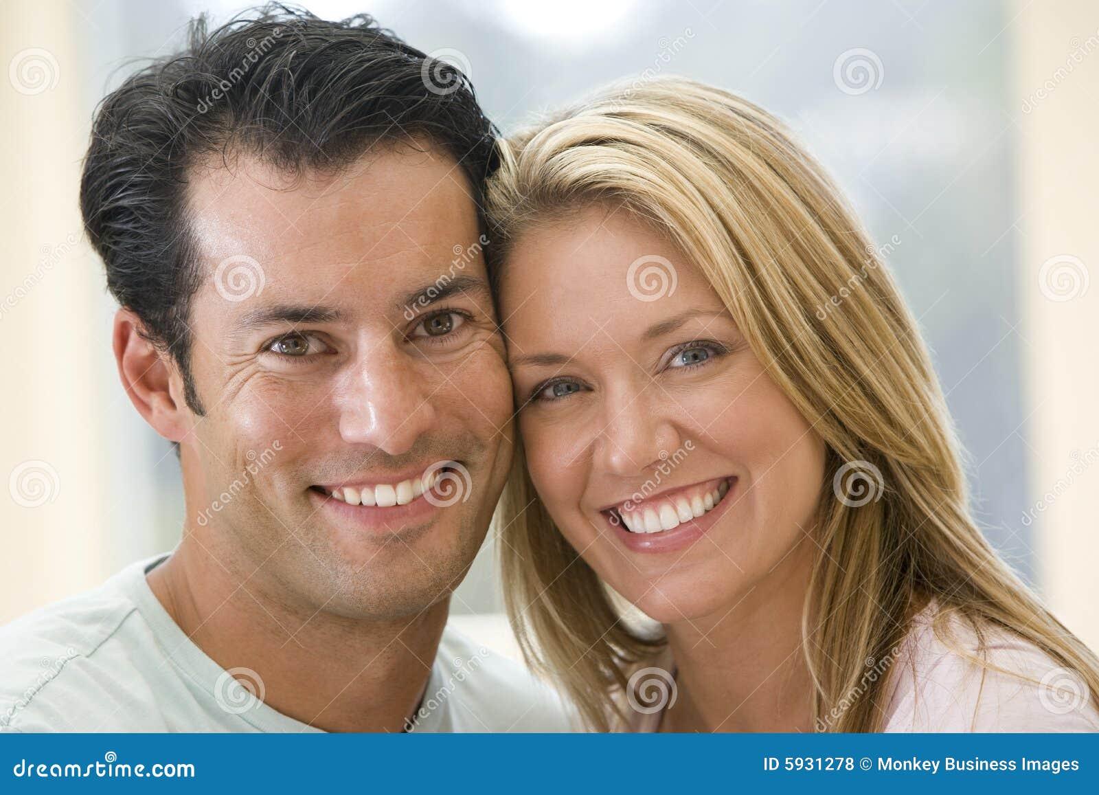 девушка познакомиться с парой мж москва