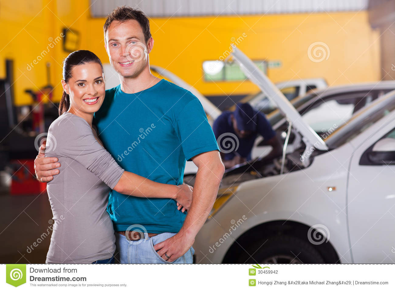 Couple inside garage stock photography image 30459942 for Garage happy car