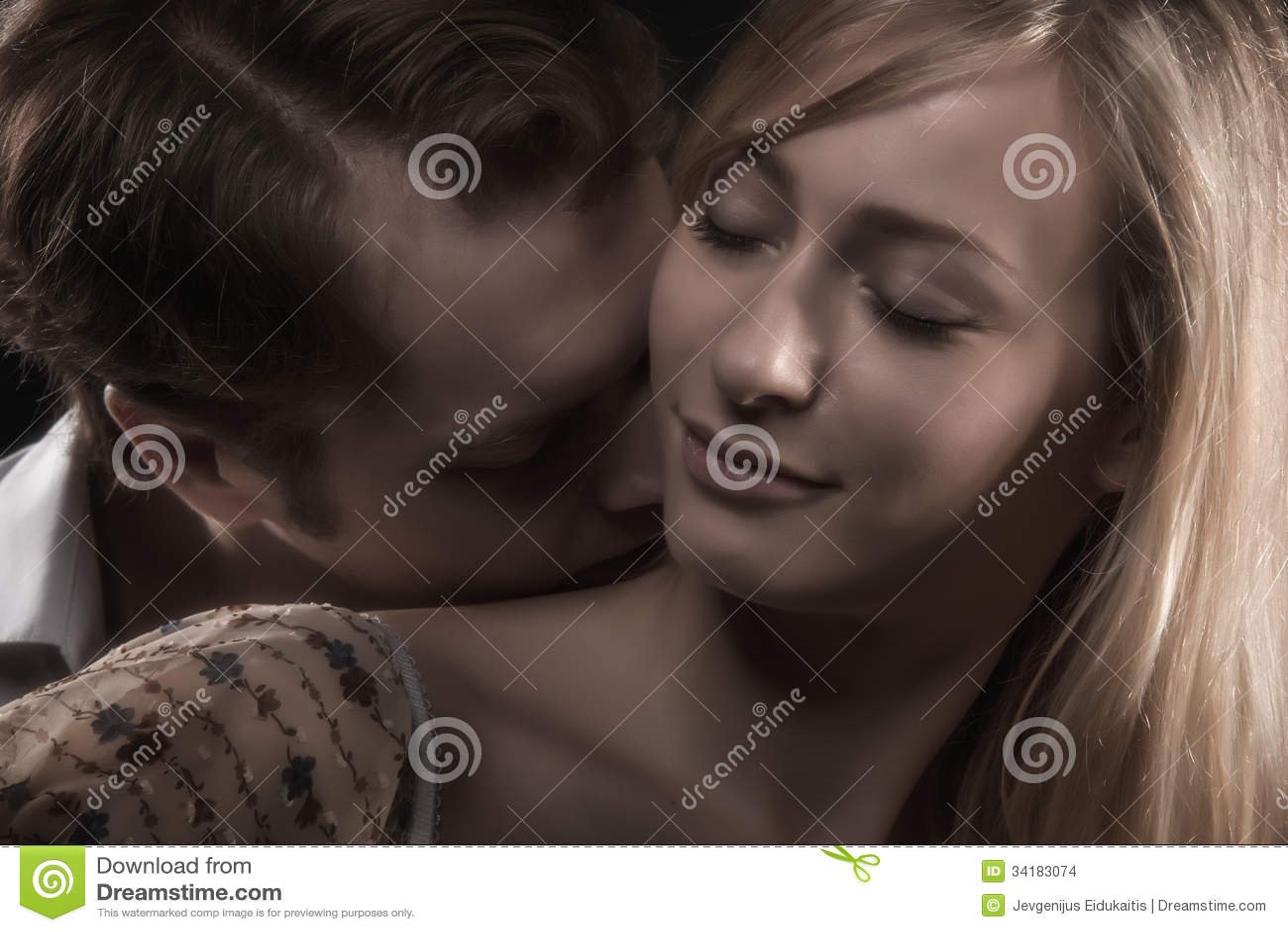 Sweet Singles  THAI WOMEN ONLINE DATING WITH THAI BRIDES