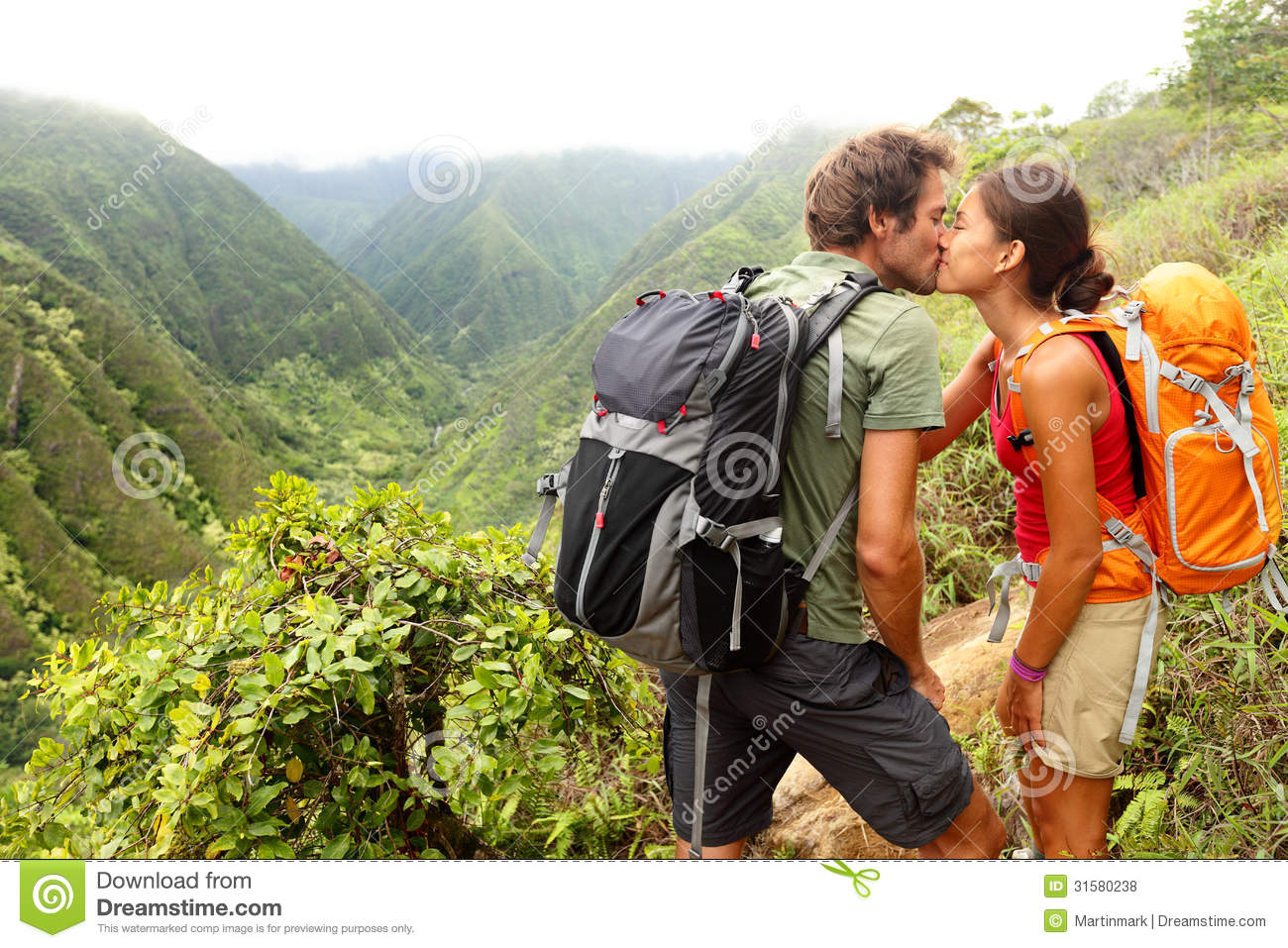 couple love mountain