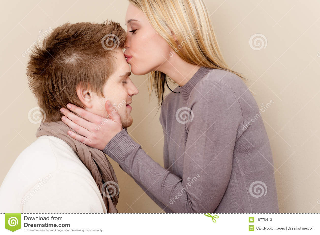 couple in love   romantic kiss stock photos   image 18776413
