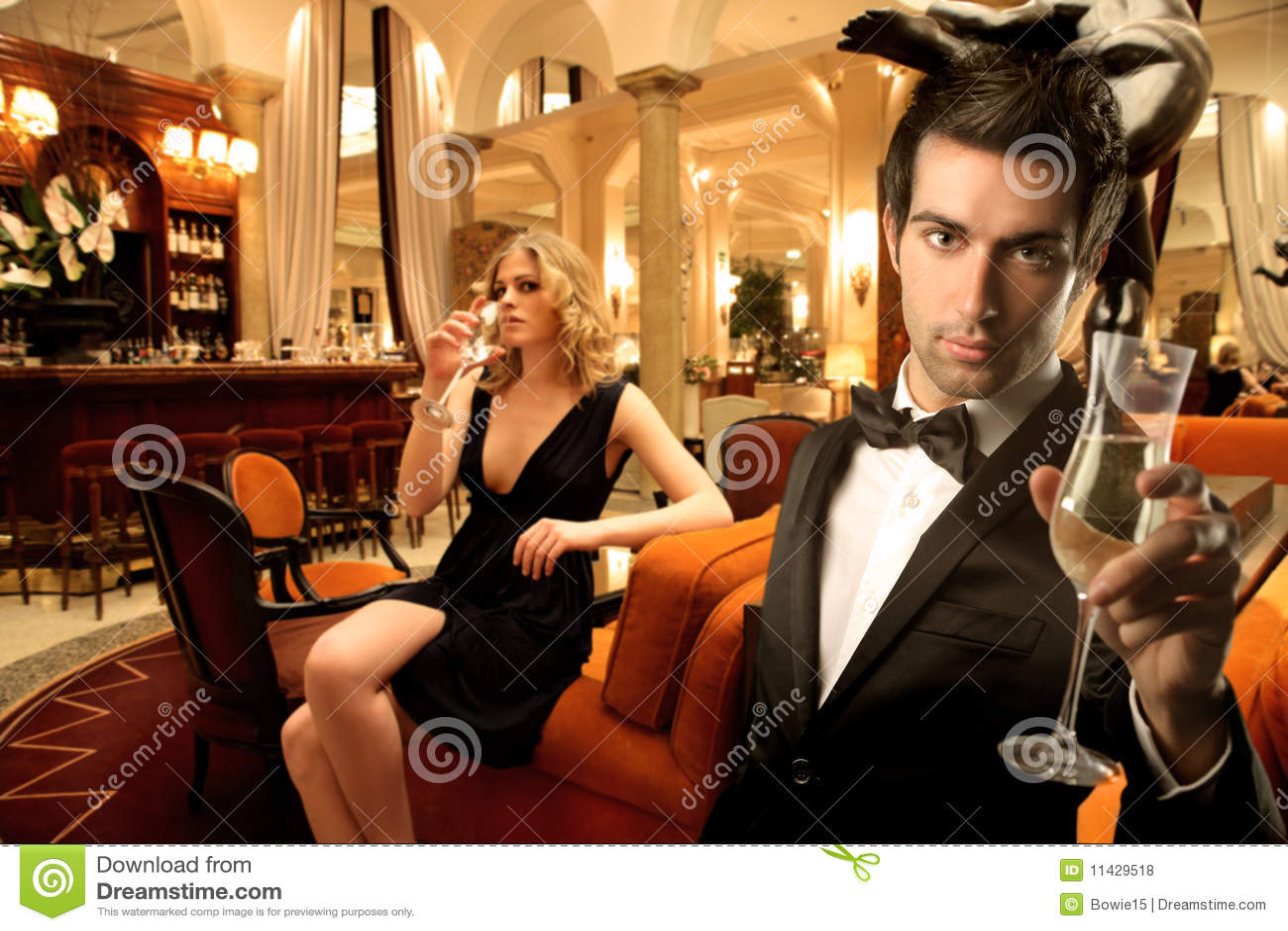 Снял в баре онлайн 3 фотография