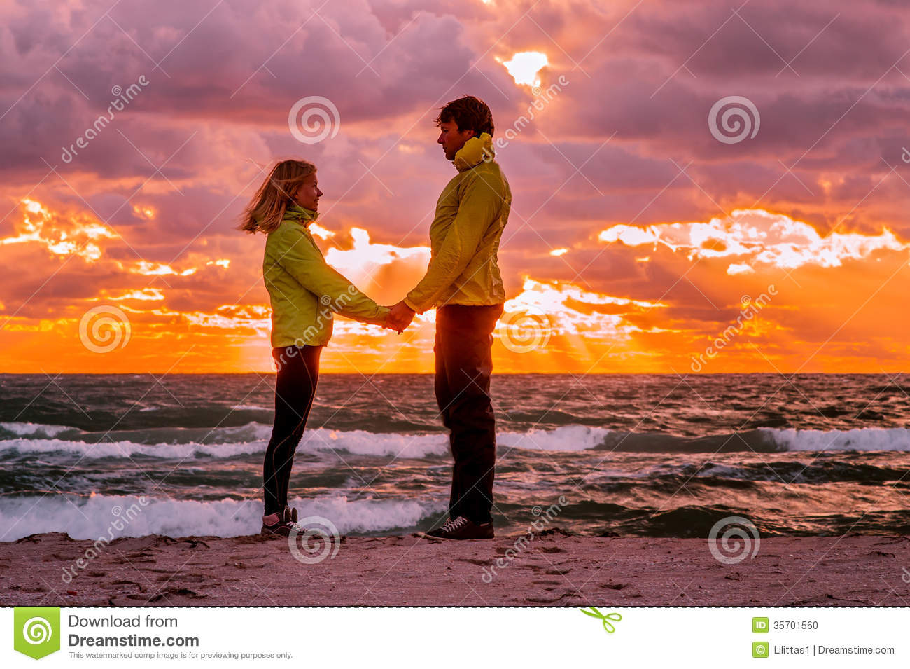 Love Wallpaper Man Woman : couple Man And Woman In Love Standing On Beach Seaside ...