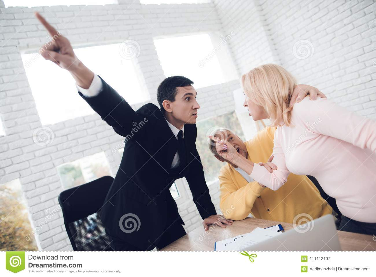 A couple of old people came to a consultation with a realtor. They argue with a realtor, and the realtor drives them out
