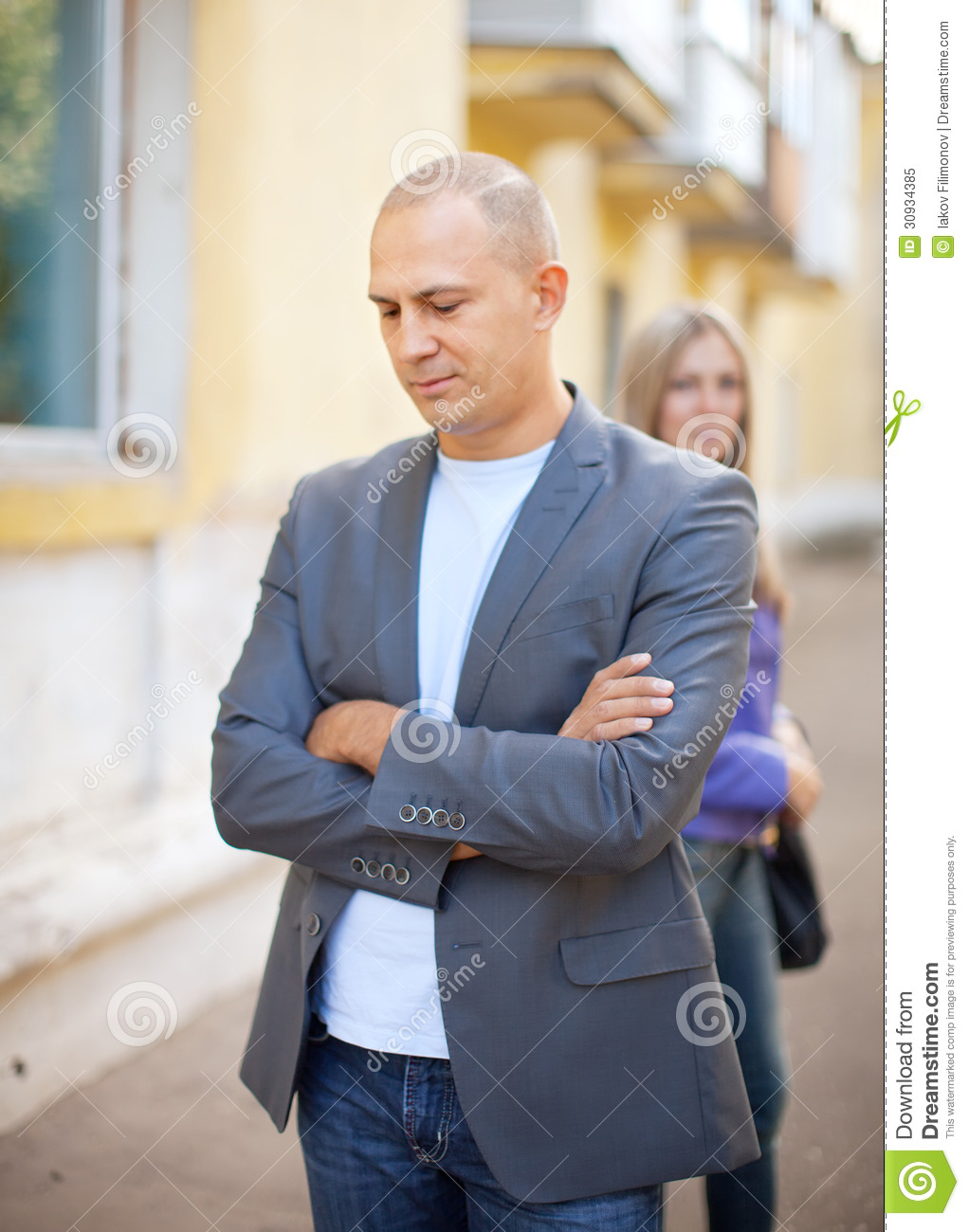 a street quarrel How to walk away from a fight walking away from a fight doesn't make you a coward or weak it proves that you have integrity and you're in control of your emotions if you're in the middle of a fight with someone, whether it's a spouse.
