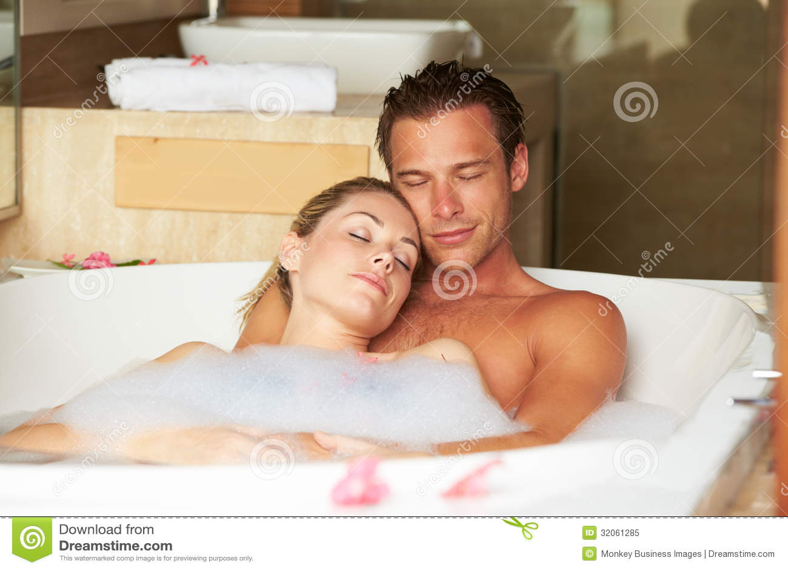 Фото парень и девушка в ванной 11 фотография