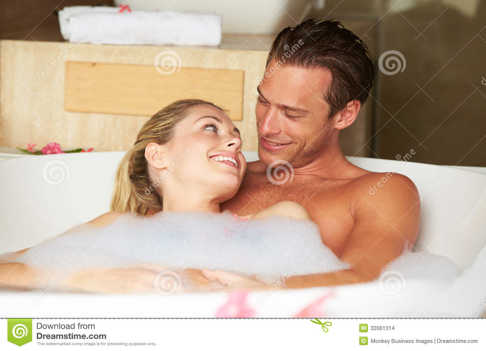 Принимают ванну вместе 17 фотография