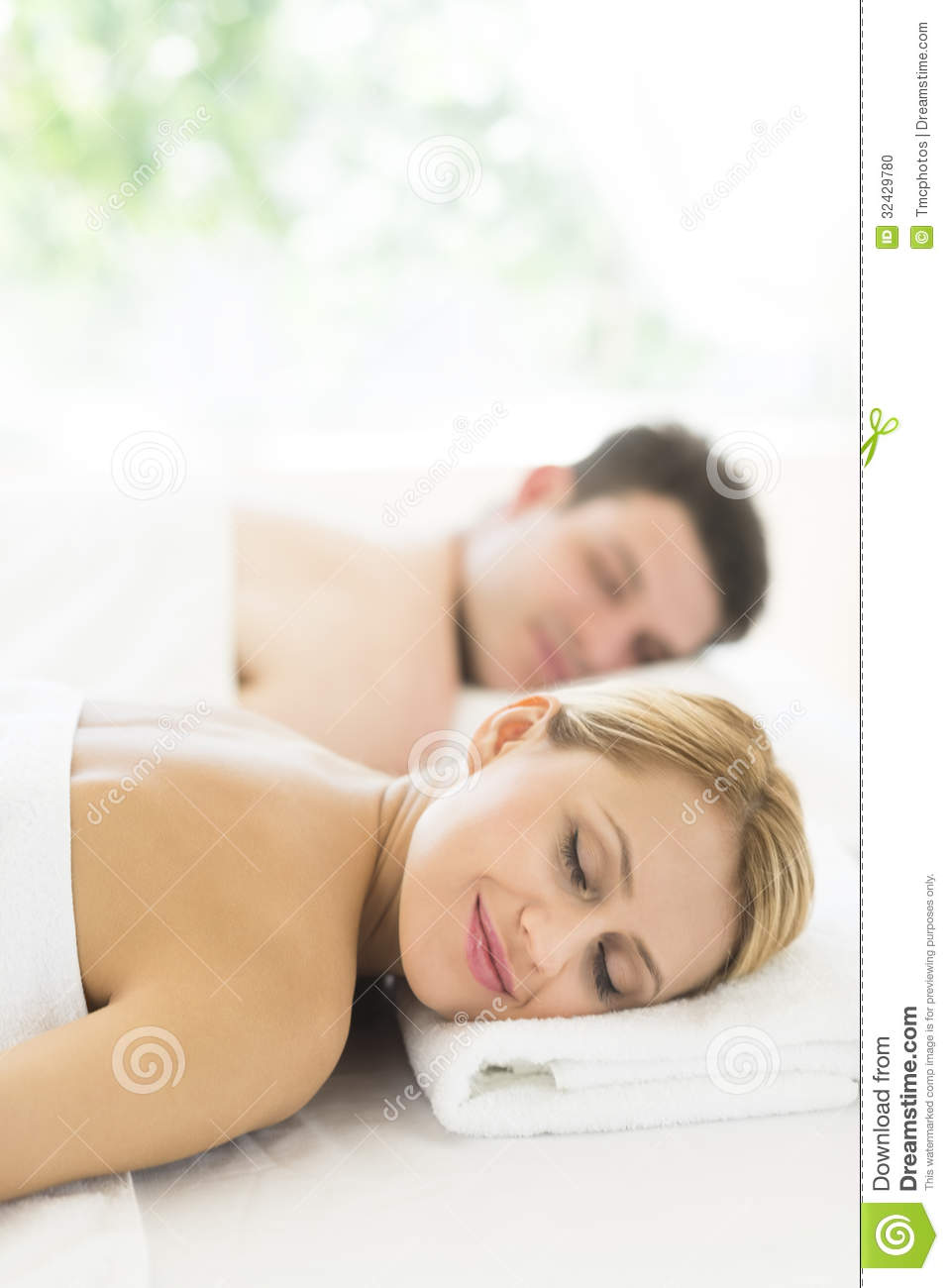 Couple relaxing at health spa stock photo image 32429780 for Salon younga