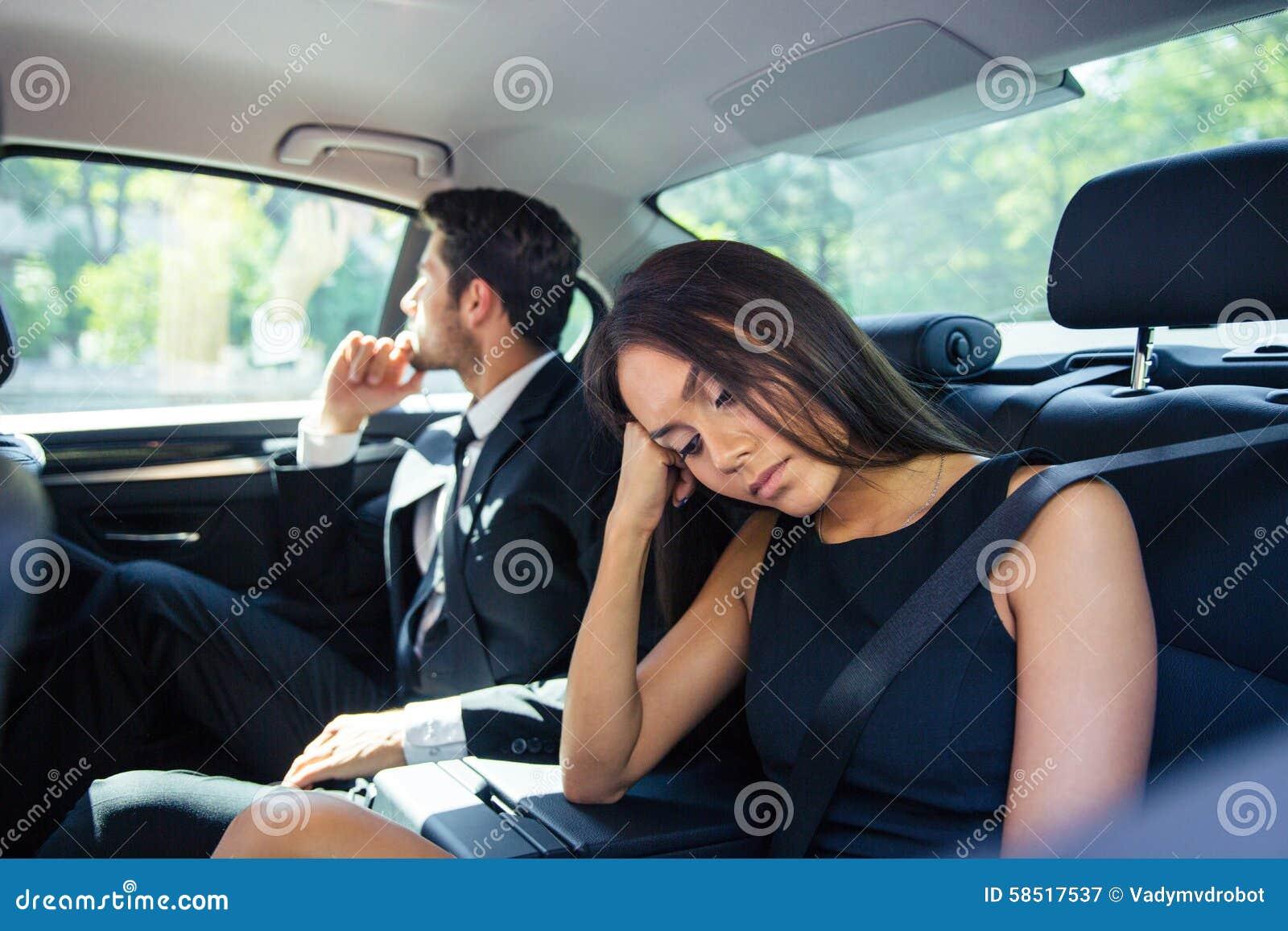 Хозяйка водитель секс, Накаченный водитель трахает свою хозяйку в машине 23 фотография