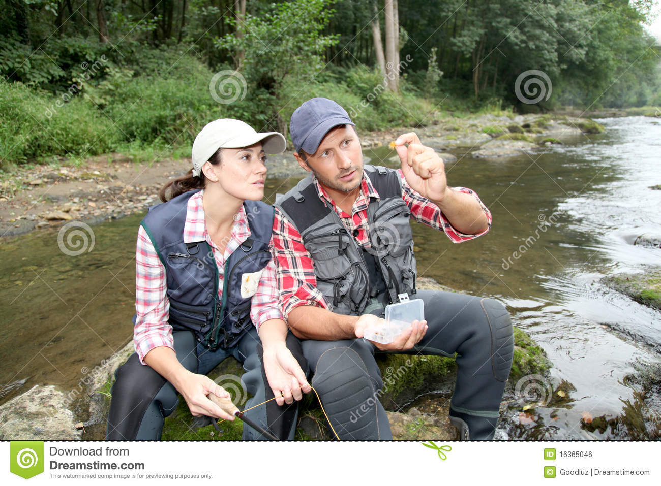 Ribolov na fotkama - Page 2 Couple-river-fishing-day-16365046