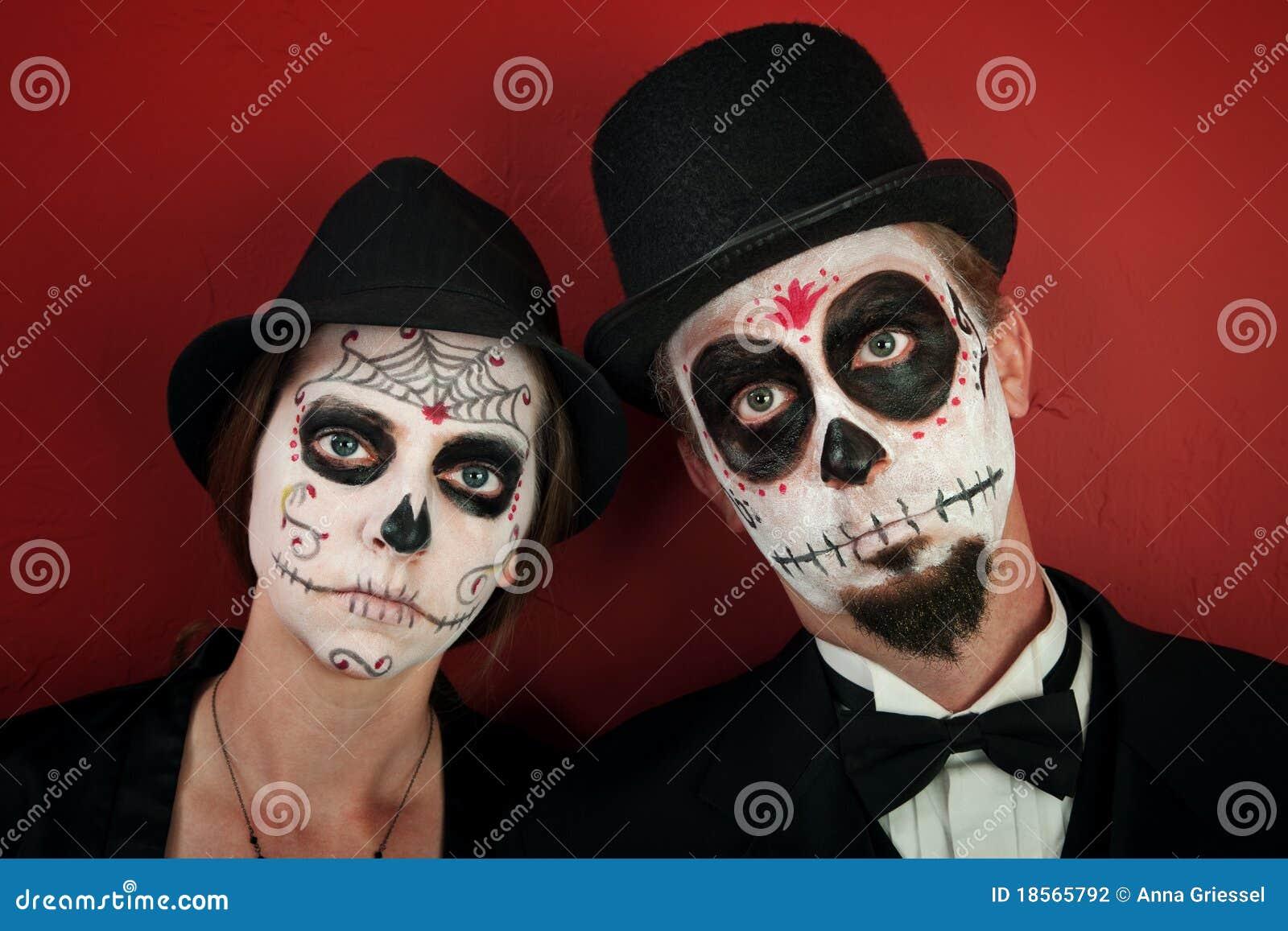 Couple in skull makeup stock photography image 18565792 - Maquillage dia de los muertos ...