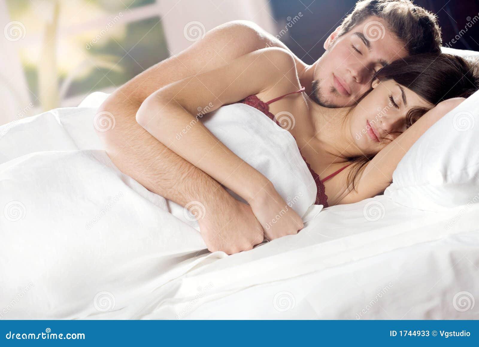 Приснилось что переспала с другом бывшего парня