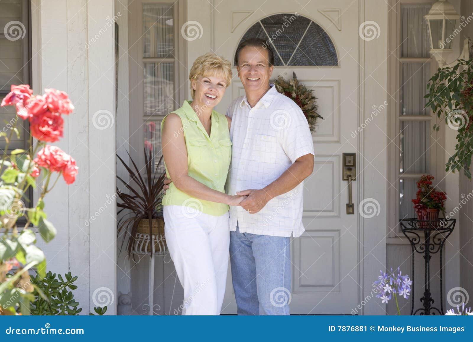 Фото семейной пары дома 4 фотография
