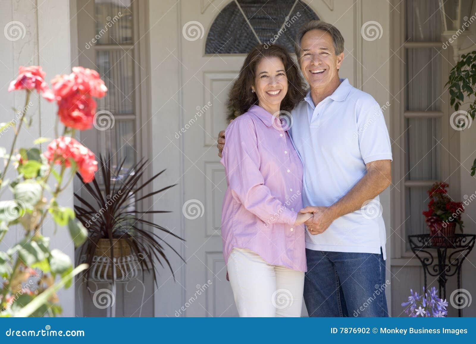 Фото семейной пары дома 10 фотография