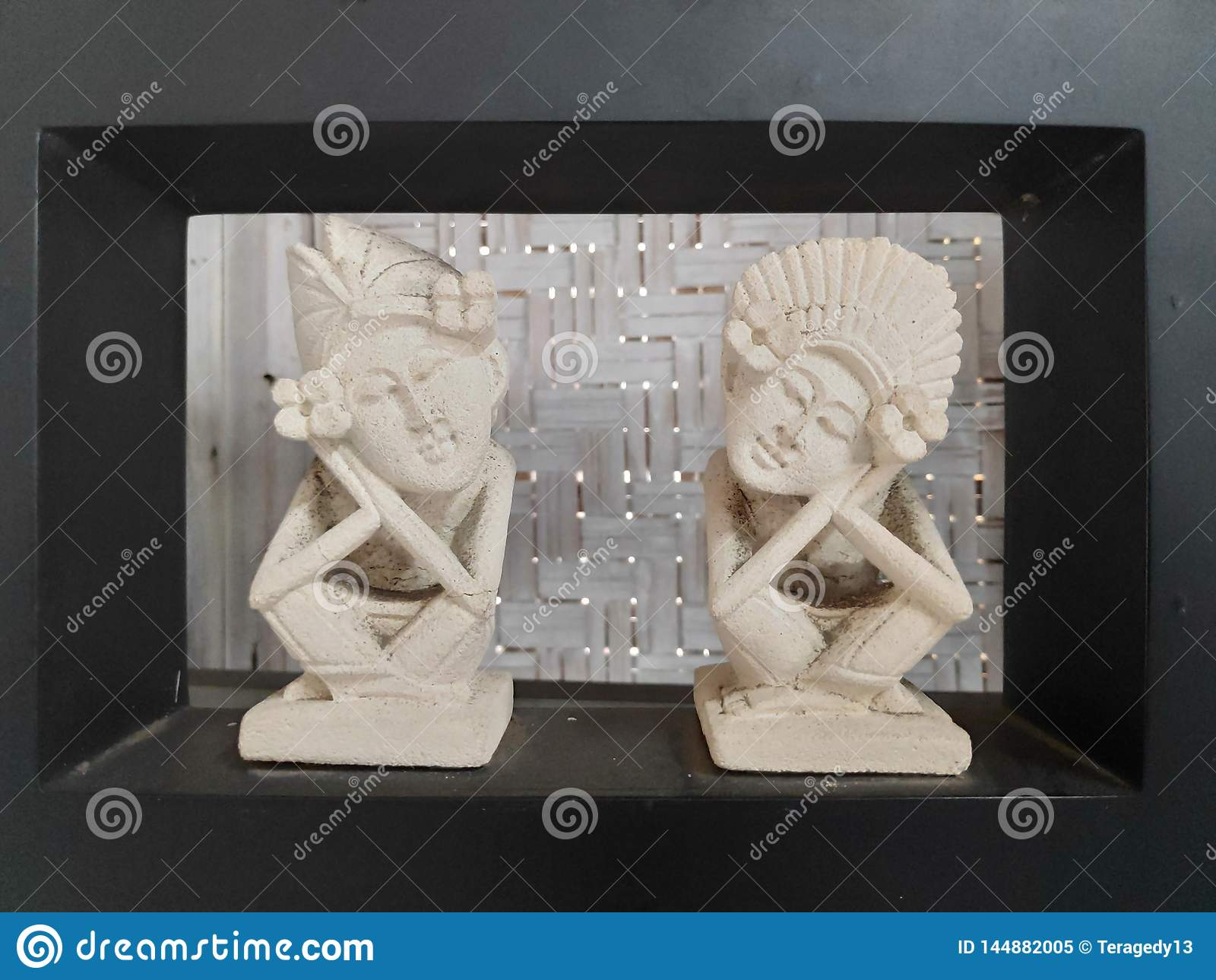 A couple statue bali
