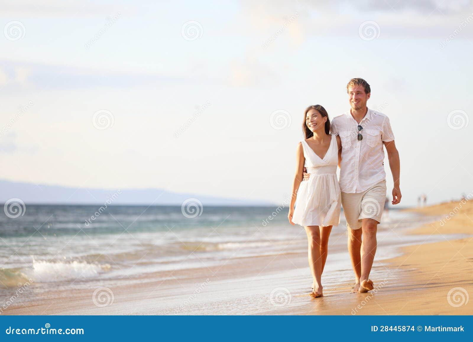 Фото мужчина и женщина идут 20 фотография