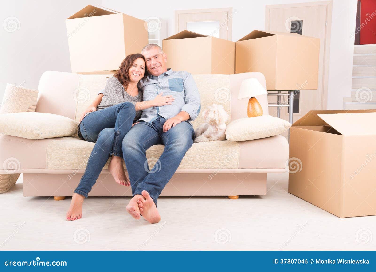 Couples à la nouvelle maison