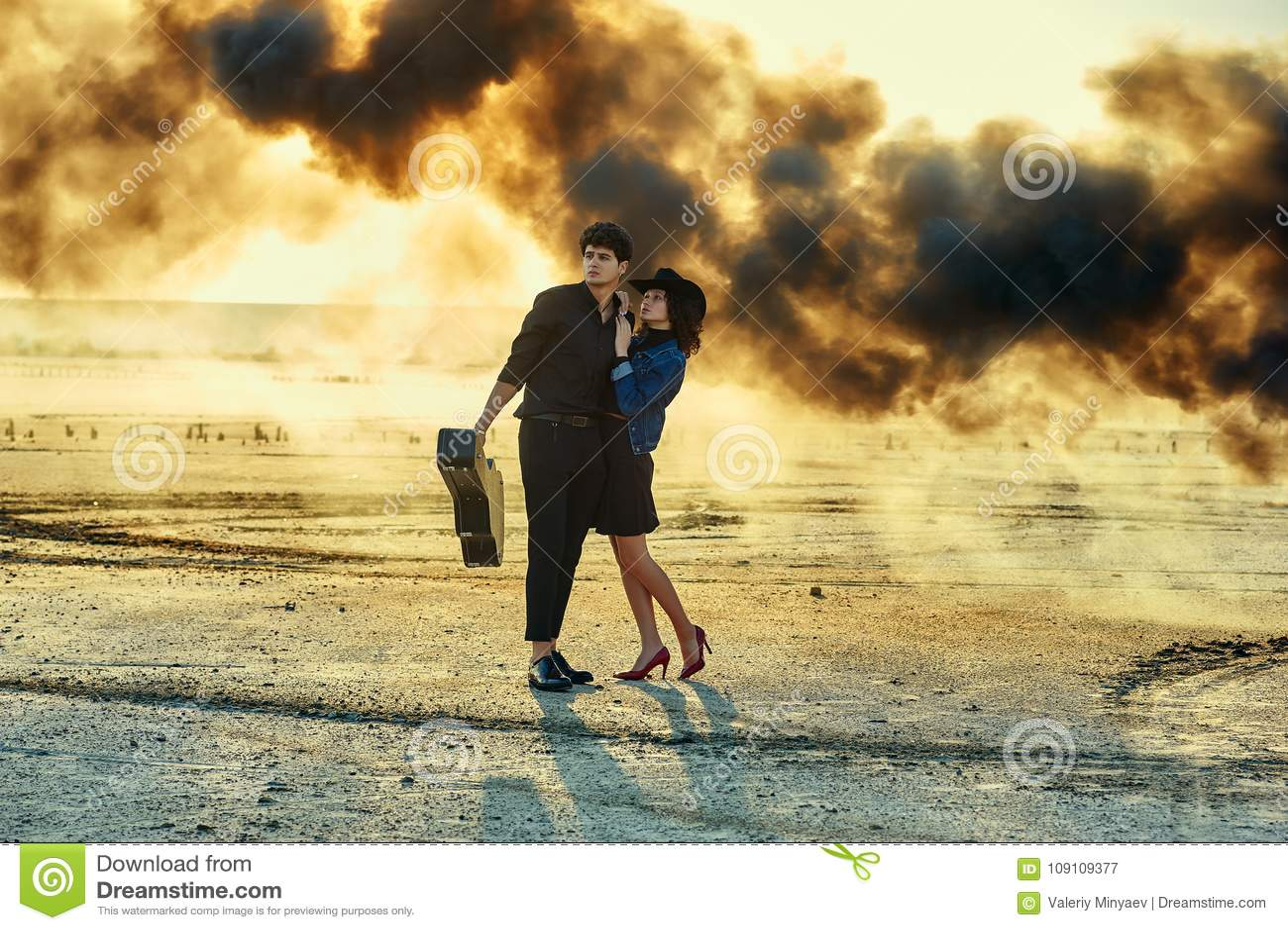 Couples élégants sur la séance photos