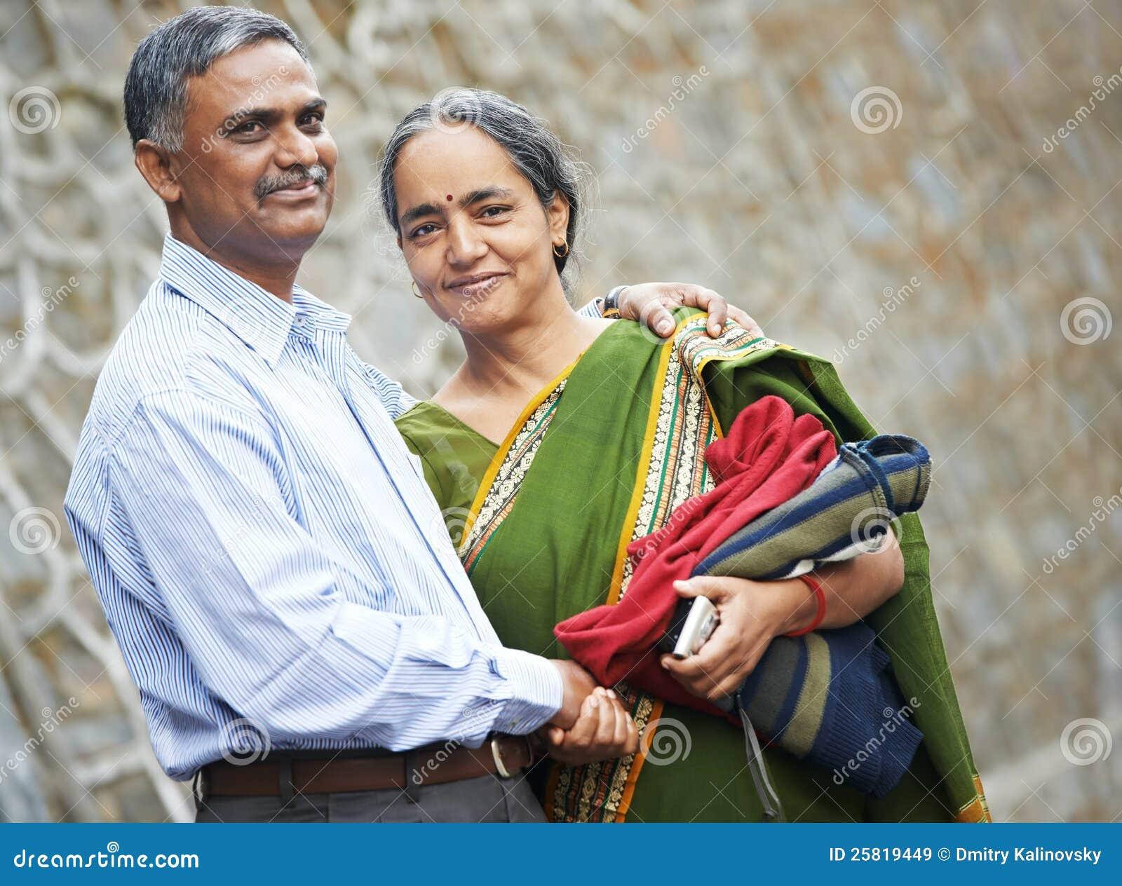 Couples adultes indiens heureux de gens