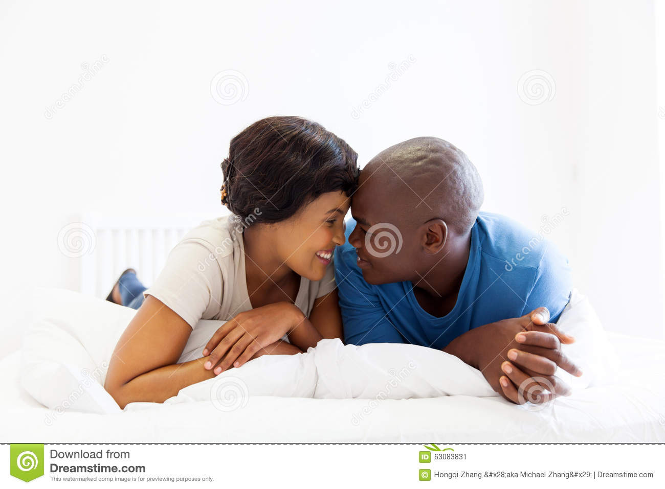 Download Couples africains intimes image stock. Image du indoors - 63083831