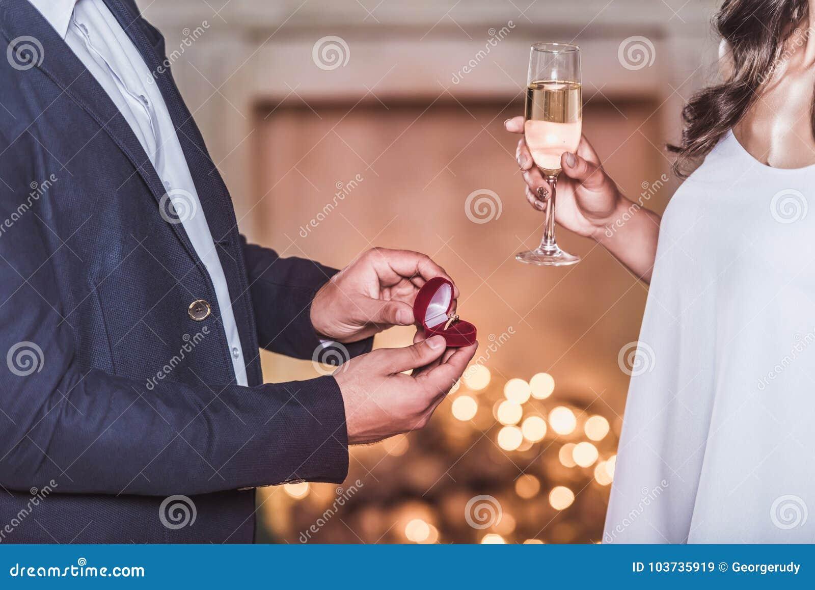 Couples célébrant la nouvelle année