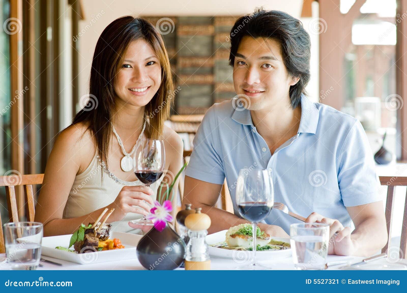 Couples dînant