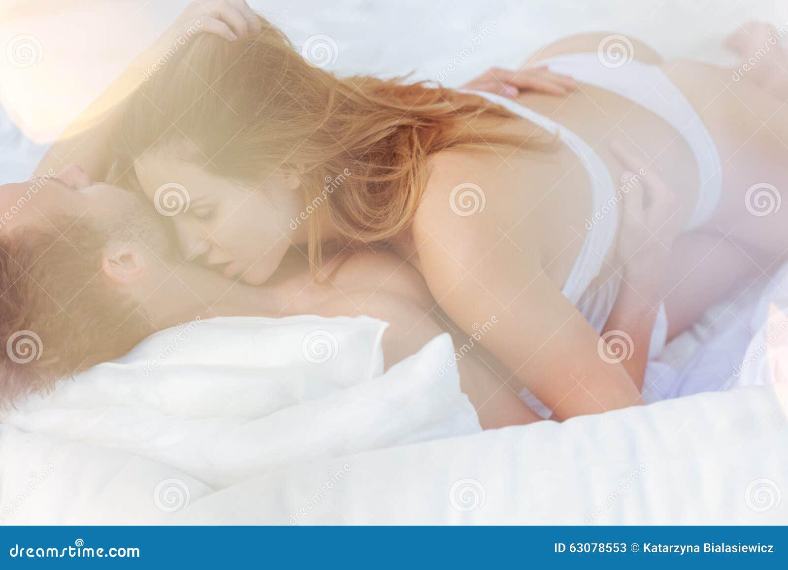 Download Couples Dans L'étreinte Passionnée Image stock - Image du affectueux, passion: 63078553