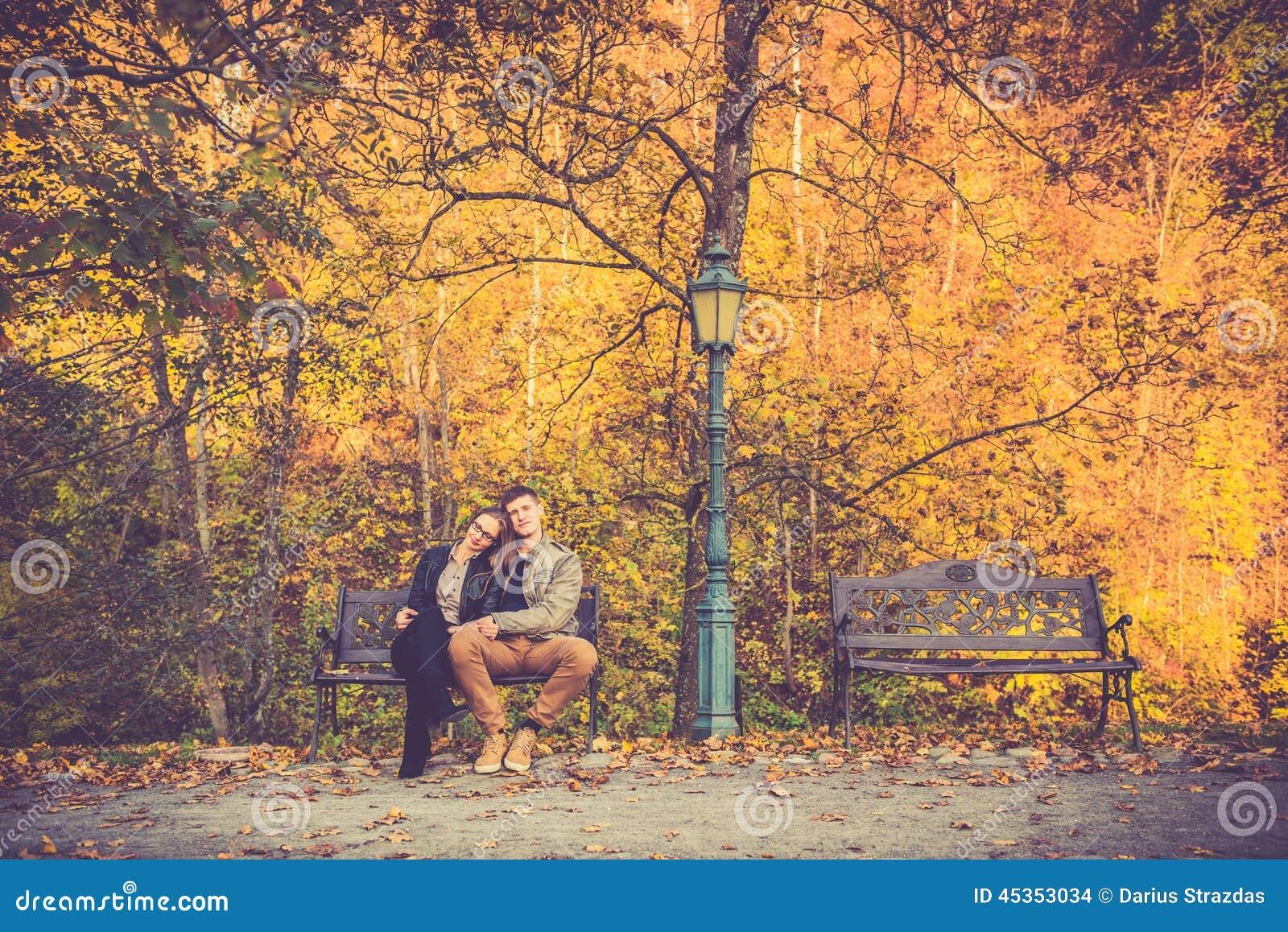 Couples dans la chute d or