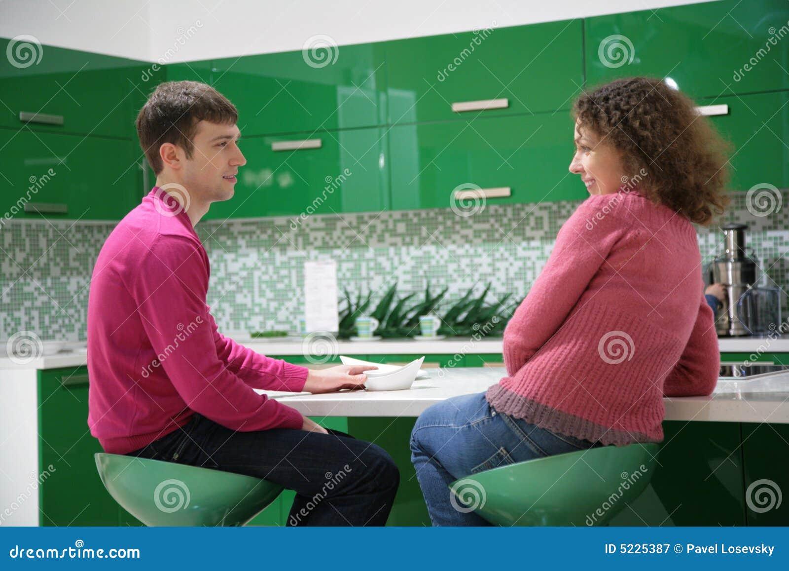 Couples dans la cuisine photographie stock libre de droits - Couple faisant l amour dans la cuisine ...