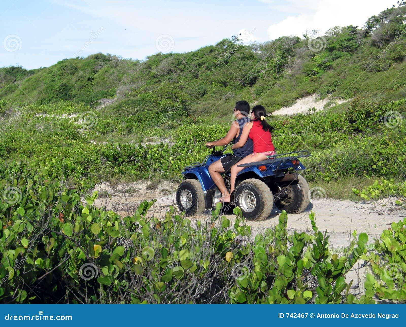 Couples dans le quadricycle