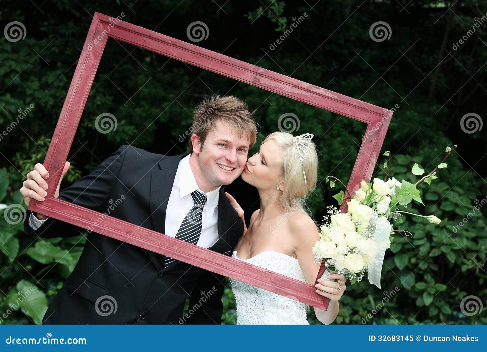 Couples de mariage dans le cadre