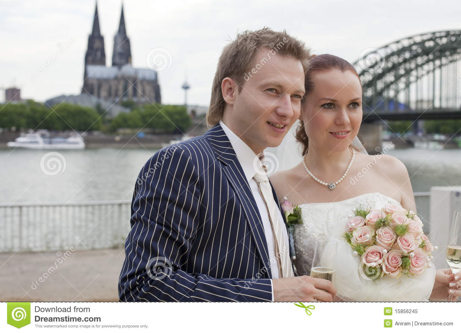 Couples de mariage dans le cologne