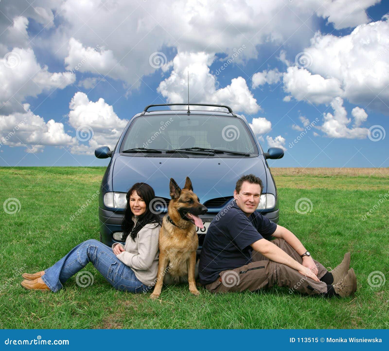 Couples en voyage de véhicule