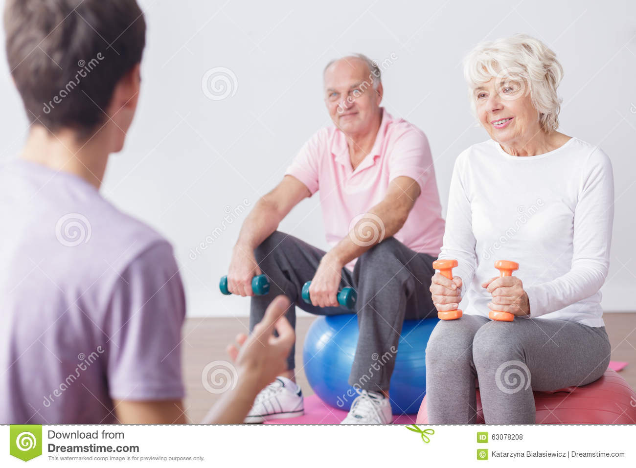 Download Couples Et Instructeur Pluss âgé Actifs Photo stock - Image du fitness, image: 63078208
