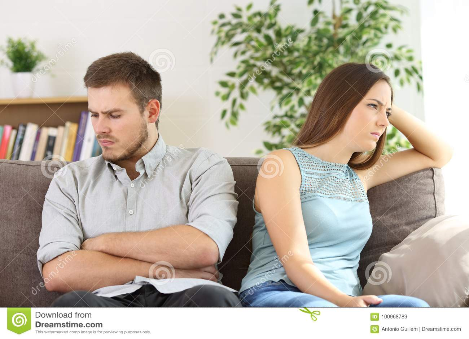 Couples fâchés s ignorant